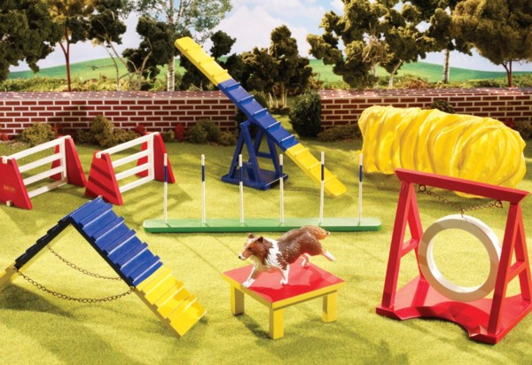 Breyer – Dog Agility Play Set