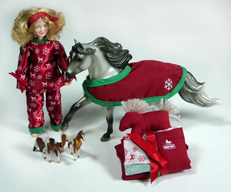 Breyer - Holiday Waiting for Santa Set
